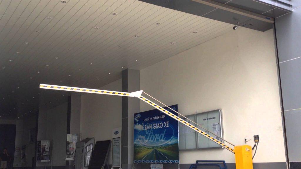 Thanh chắn barrier tự động cần gập dưới tầng hầm bệnh viện