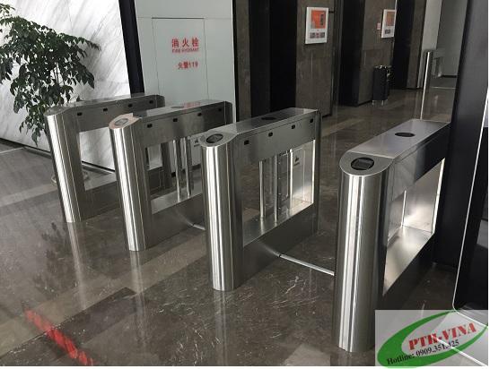 Flap barrier tự động soát vé tham dự sự kiện