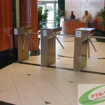 lắp đặt cổng quản lý lối đi bộ ở tòa nhà