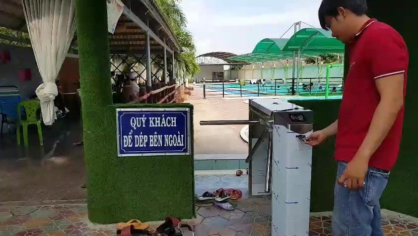 cổng kiểm soát vé dành cho hồ bơi