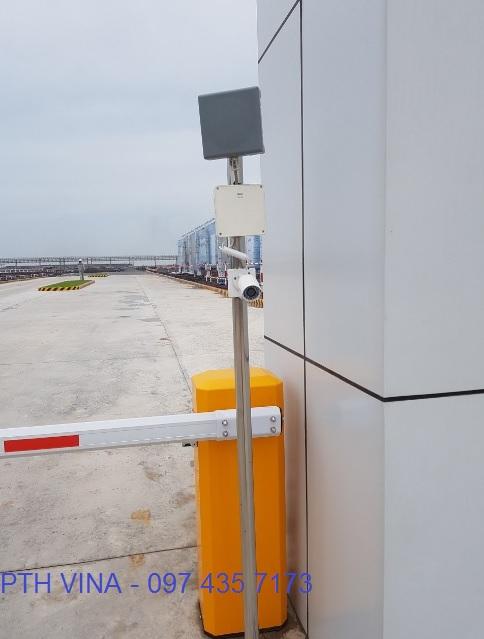 thanh chắn xe kết hợp camera quan sát