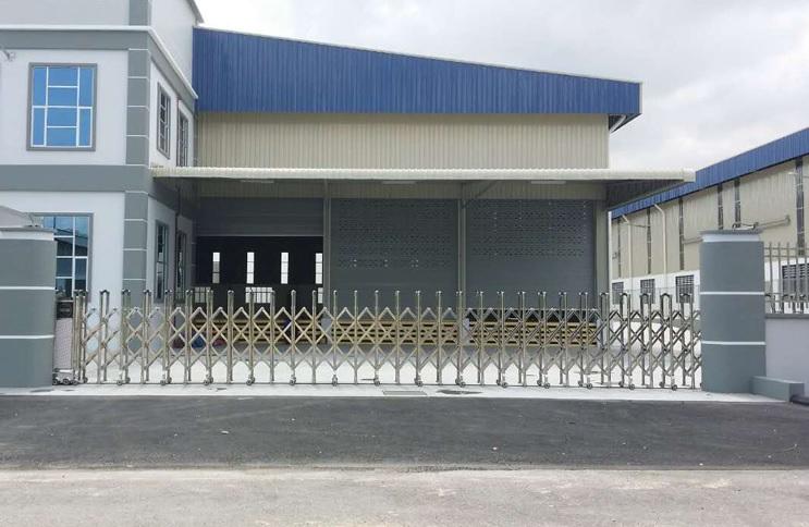 cổng xếp innox loại hợp kim nhôm