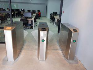 Cổng Flap barie tự động cho trường Intex Bình Thạnh